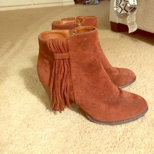 Qupid Booties in rust color size 10